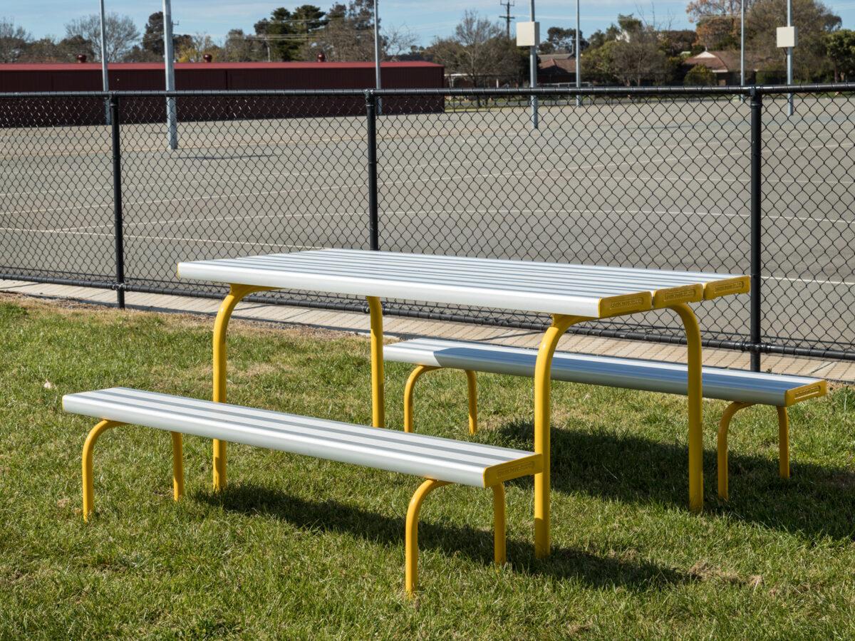 SeatsPlus Freestanding Park Setting