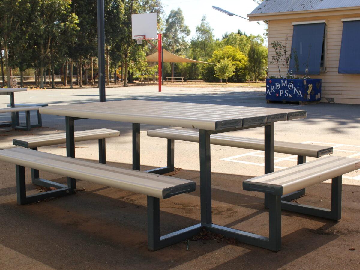 SeatsPlus Super Seater Park Setting